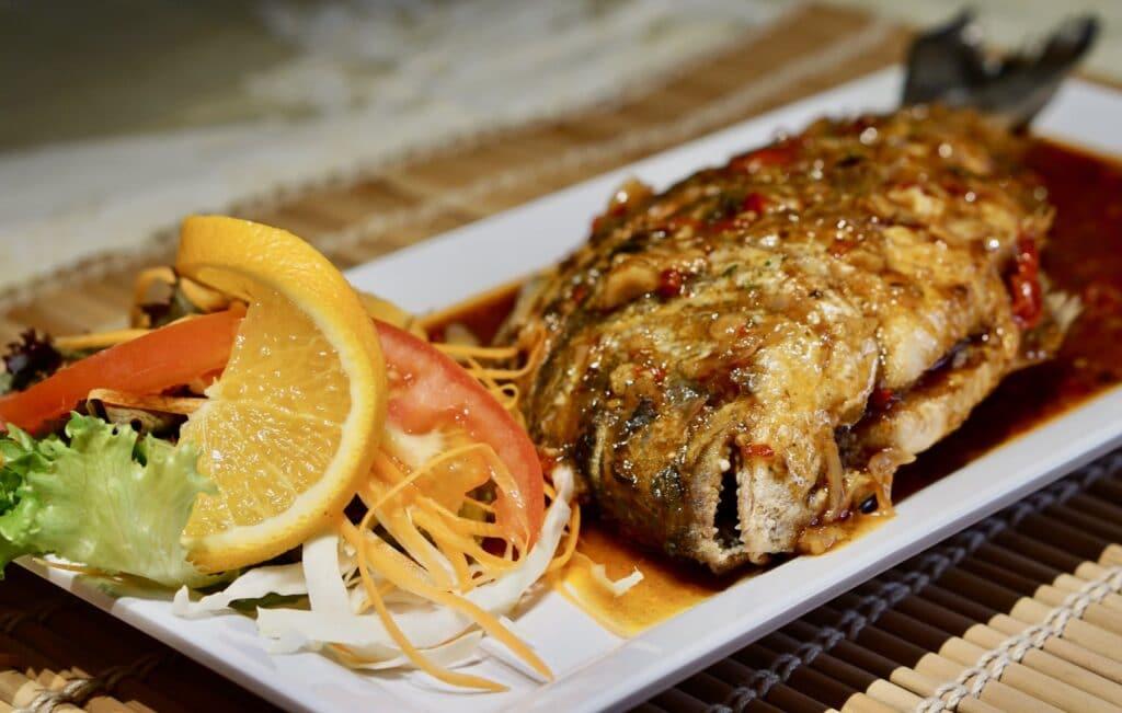 Tha Chang Stuttgart Fisch mit Salat
